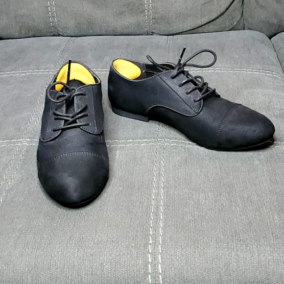 Vegan Black Faux Suede Oxford size 9
